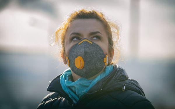 Maski antysmogowe chronią przed zanieczyszczonym powietrzem?