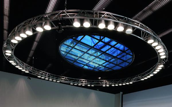 Inteligentne szkło o zmiennych właściwościach optycznych